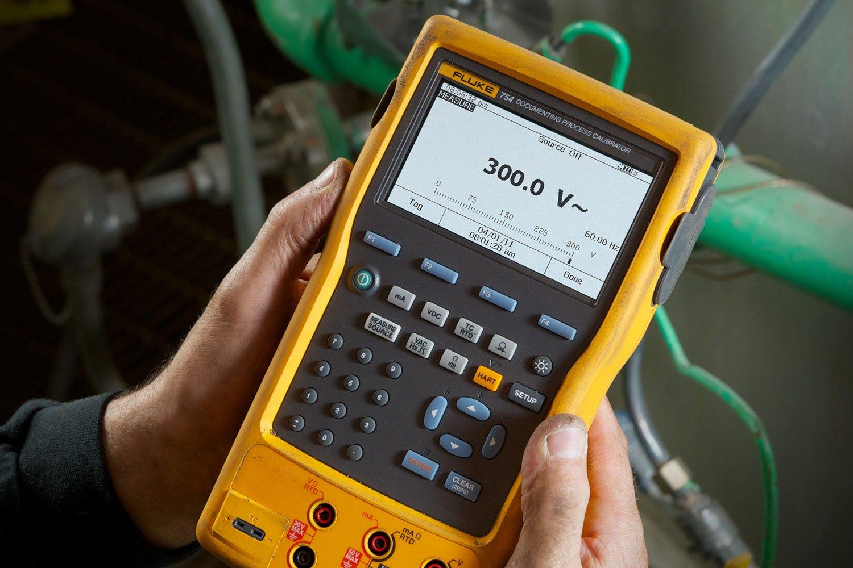 fluke 754 documenting process calibrator with hart communication fluke