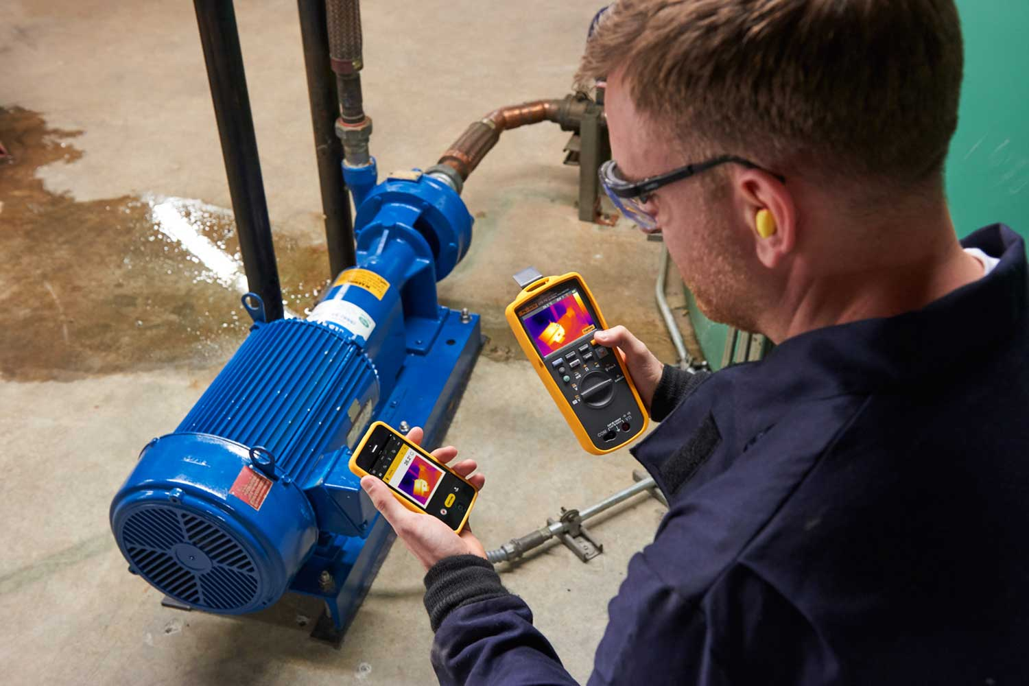 Troubleshooting a pump control panel with the Fluke 279