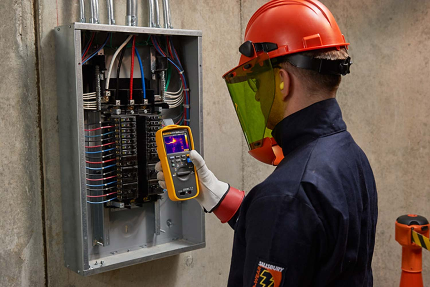 Testing a panel with the Fluke 279