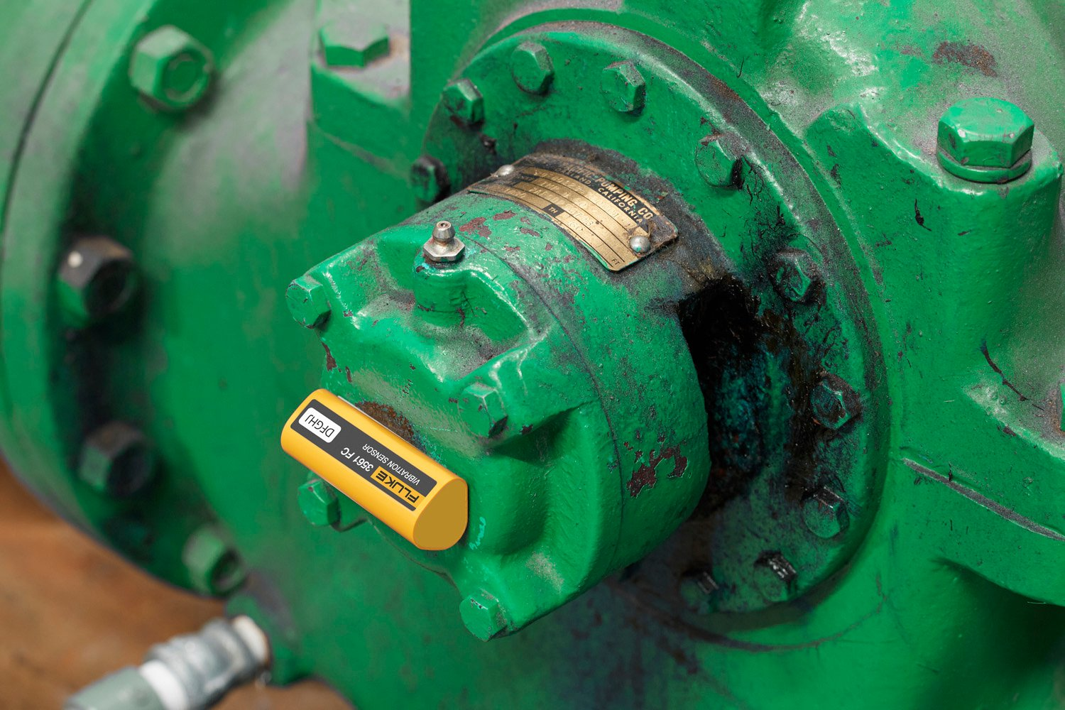A clickable fluke condition monitoring image of a vibration sensor installed on an asset. Leads to the vibration monitoring page