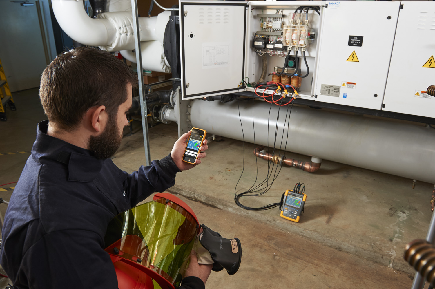 View real time data with the 438-II and Fluke Connect.