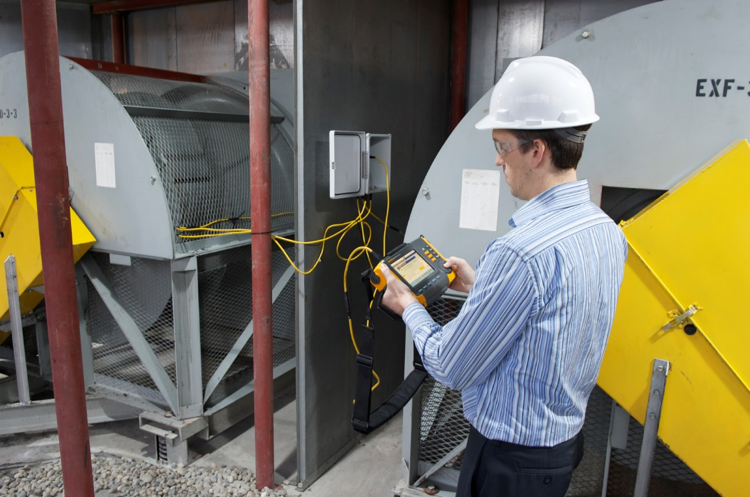 Plant maintenance technician uses the Fluke 810 handheld vibration tester