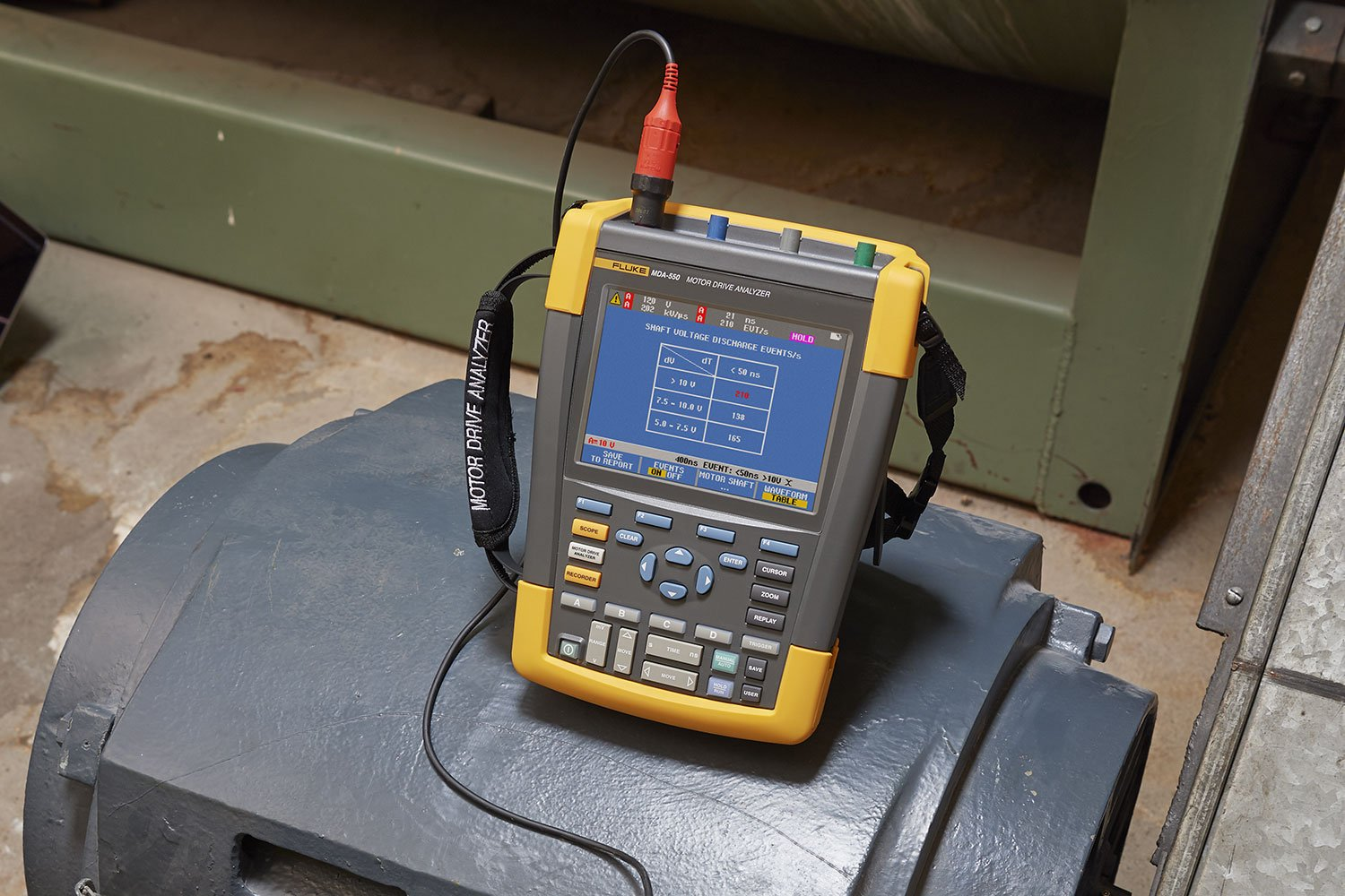 Making motor shaft voltage measurements with the MDA-550