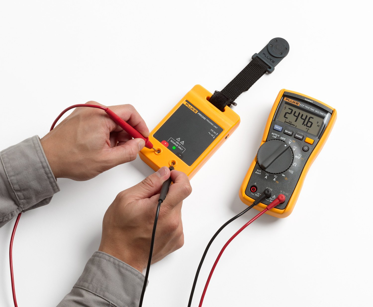 Testing a digital multimeter with the Fluke PRV240 Proving Unit