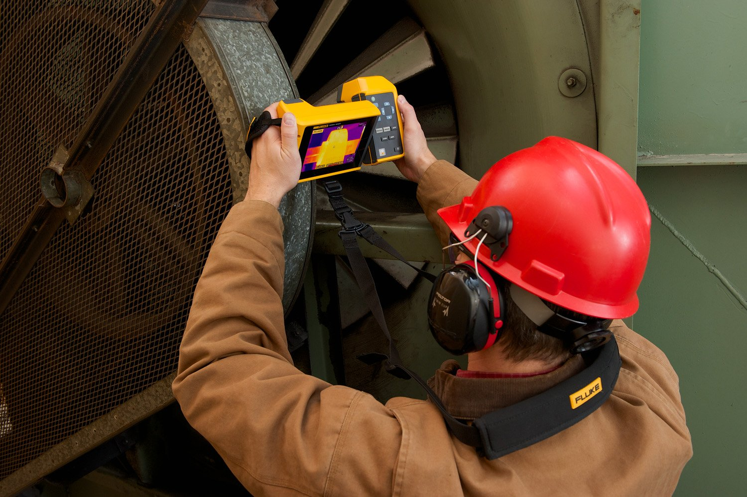 Using a Fluke TiX501 to inspect bearings