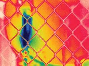 FLIR_T300_focused_on_fence_rainbow_299x224.jpg (299×224)