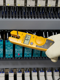 Testing solid relay panel with Fluke T5