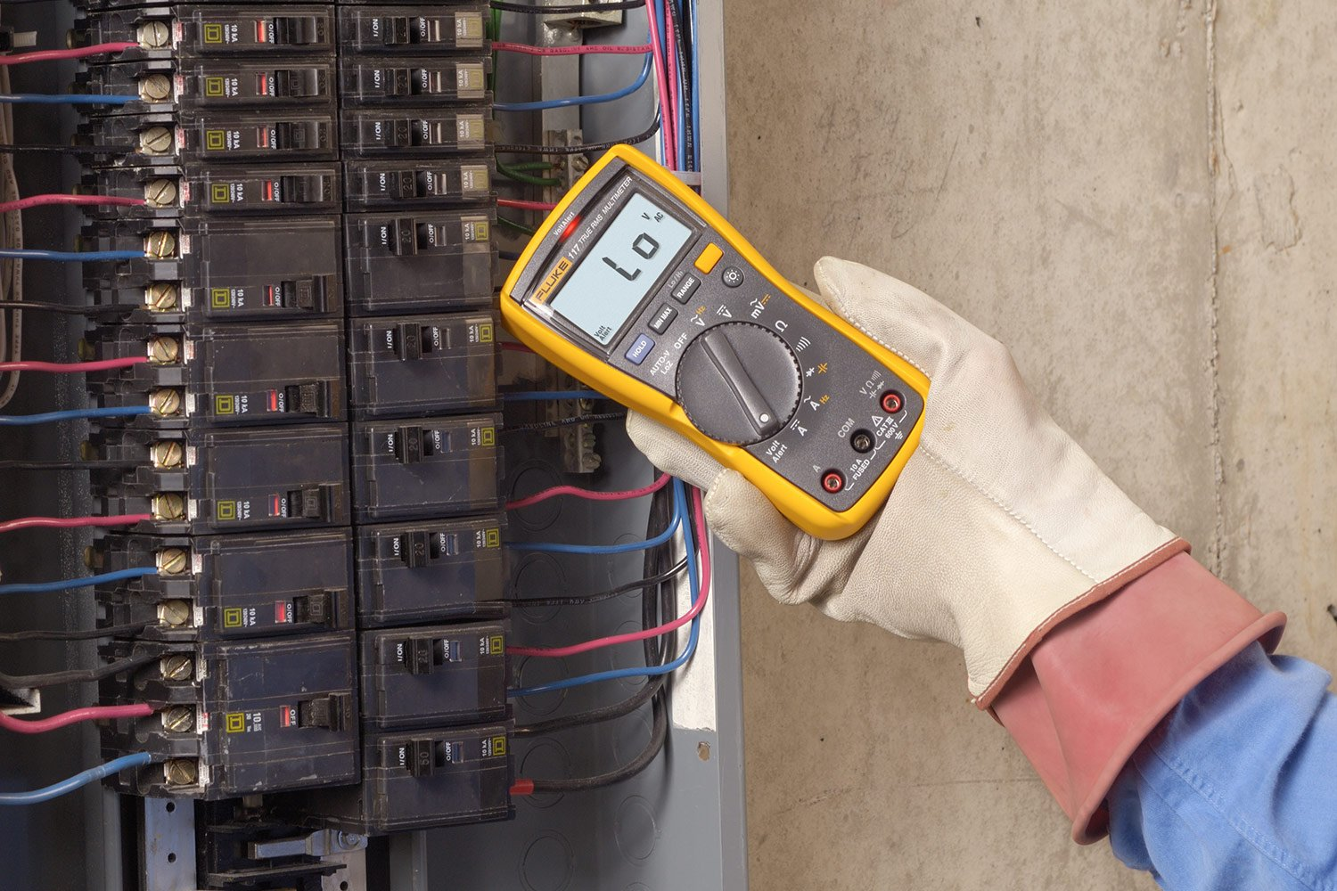 Fluke 117 Digital Multimeter Electrician's Multimeter with Non-Contact Voltage