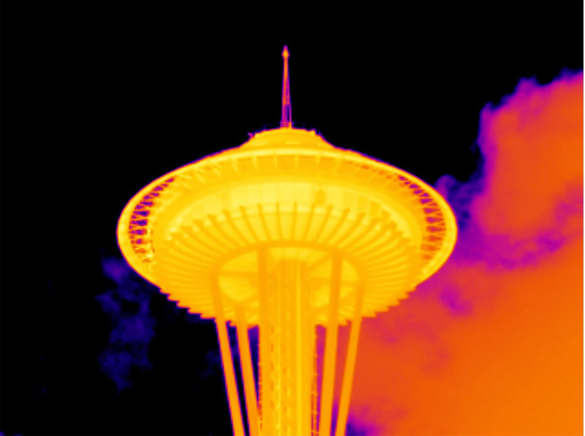 Infraroodbeeld van de Seattle Space Needle genomen met de Fluke 2x-telelens