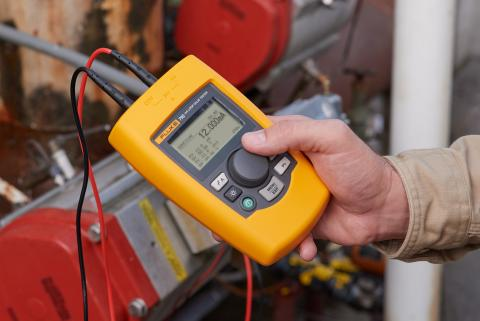 Fluke 710 mA Loop Valve Tester in use