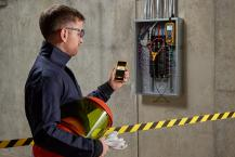 Industry first combines thermal imager with digital multimeter