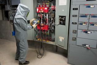 Using the Fluke 435-II Power Quality Analyzer at the service panel to diagnose power quality issues