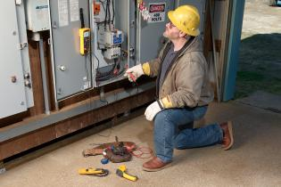 Verifying lockout/tagout electrically safe status