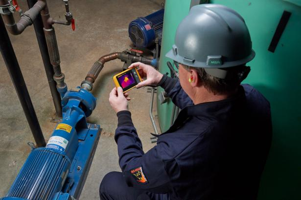 Pocket thermal imager userd by man to scan motor