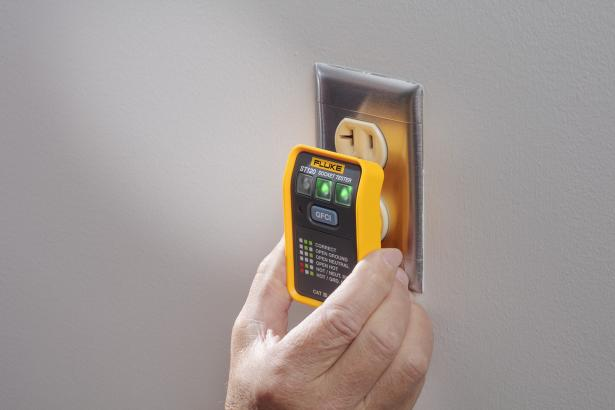 Fluke ST120 GFCI Socket Tester with one-touch GFCI tests