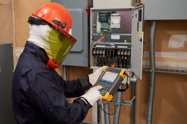 Variable speed drive DC Bus voltage measurements with Fluke MDA-550