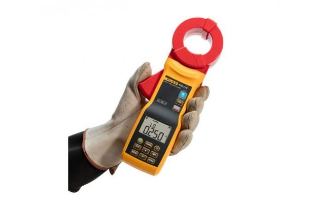 Fluke 1630-2 FC Earth Ground Clamp in hand