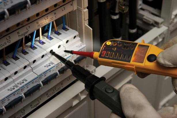 Fluke T150 Voltage and Continuity Tester. 4 ways to see answers. Included torch.