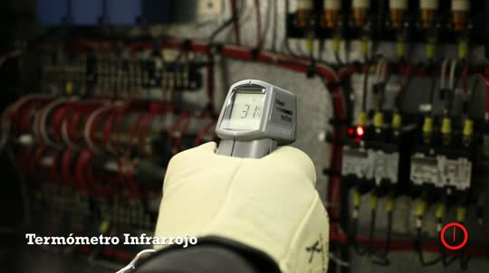 Fluke VT02: Chiller Control Cabinet
